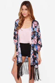 So Glad We Meadow Black Floral Print Kimono at Lulus.com!