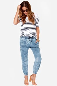 Volcom Rolling High Denim Harem Pants at Lulus.com!