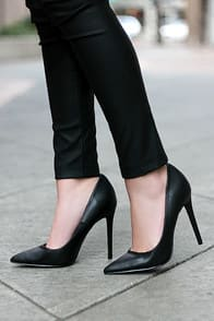 LULUS Gigi Black Pointed Pumps at Lulus.com!