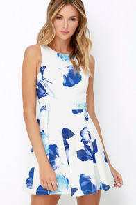 Day and Foliage Blue and Ivory Floral Print Dress at Lulus.com!