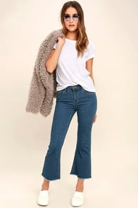 Amuse Society Coastline Medium Wash Cropped Flare Jeans at Lulus.com!