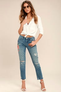 Blank NYC Crop Girlfriend Light Wash Embroidered Jeans at Lulus.com!