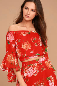 Naturally Charming Red Floral Print Off-the-Shoulder Crop Top at Lulus.com!