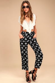 AMUSE SOCIETY BERLIN BLACK PRINT PANTS at Lulus.com!