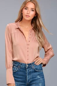 BLACK SWAN TESS BLUSH PINK SATIN BUTTON-UP TOP at Lulus.com!