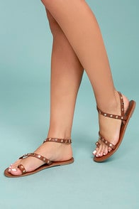 ALEXI TAN STUDDED STAR SANDALS at Lulus.com!