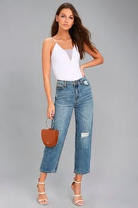 EVIDNT MALIBU MEDIUM WASH DISTRESSED GIRLFRIEND JEANS at Lulus.com!