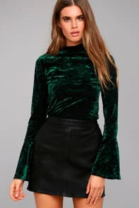 LOST + WANDER VICTORIA FOREST GREEN VELVET LONG SLEEVE TOP at Lulus.com!