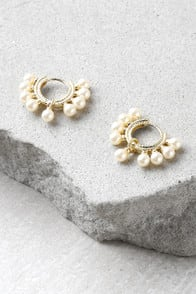 Loren Gold and Pearl Hoop Earrings at Lulus.com!