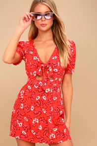 JINX RED FLORAL PRINT TIE-FRONT ROMPER at Lulus.com!