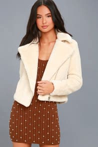 COZY BUSINESS CREAM FAUX FUR MOTO JACKET at Lulus.com!