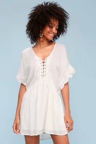 Amuse Society Main Stage Ivory Lace-Up Short Sleeve Dress at Lulus.com!