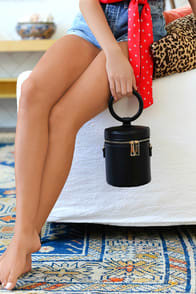 LE MERIDIEN BLACK BUCKET BAG at Lulus.com!