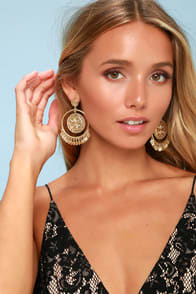 LAMINA GOLD COIN HOOP EARRINGS at Lulus.com!