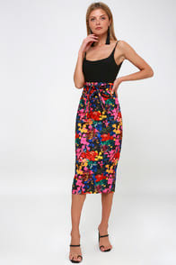 Villanelle Black Multi Floral Print Pencil Skirt at Lulus.com!
